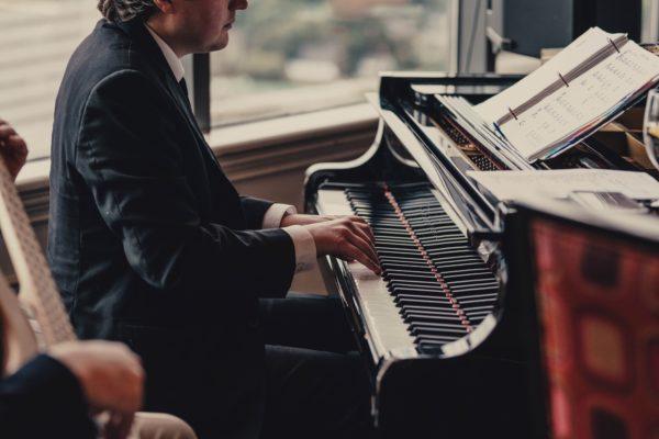 ピアノの椅子の座り方